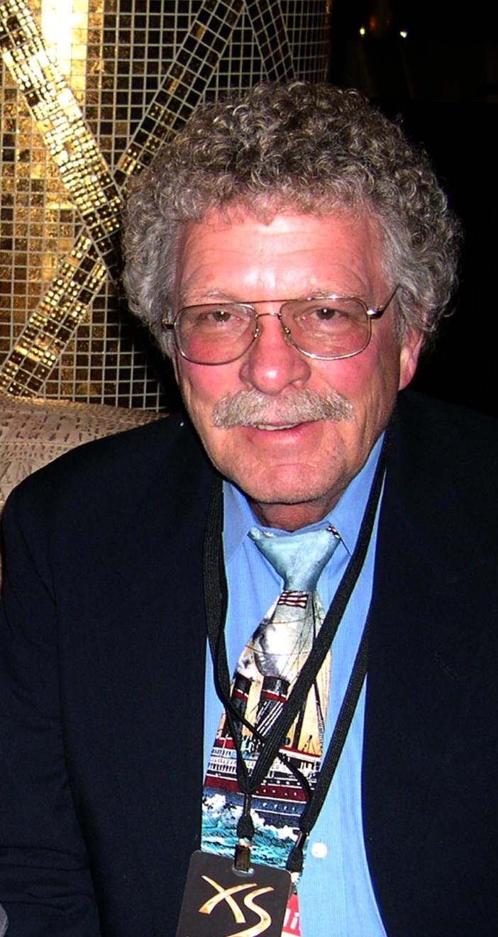 Dave G Houser