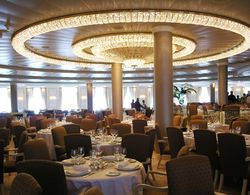 Oceania Marina Grand Dining Room (Photo by David G. Molyneaux, TheTravelMavens.com)