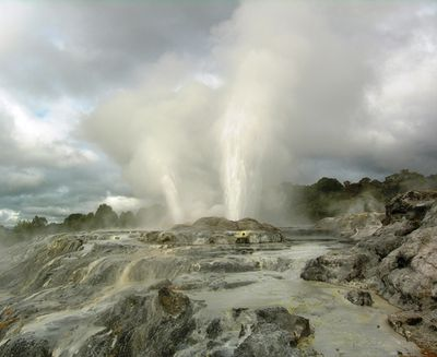 Pohutu geyser in Rotorua, New Zealand (photo by David G. Molyneaux, TheTravelMavens.com)