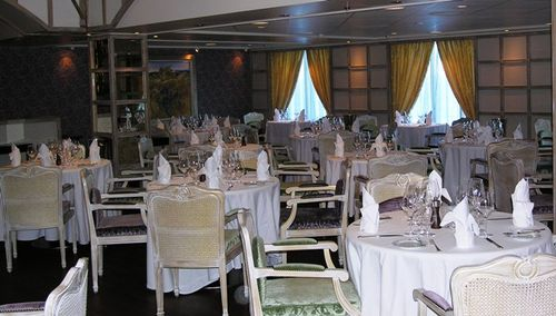 Riviera's restaurant designed by Jacques Pepin awaits the dinner crowd (Photo by David G. Molyneaux, TheTravelMavens.com)