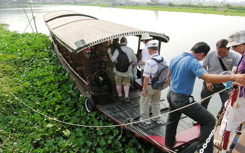 Touring the back rivers by Sampan in Vietnam (Photo by David G. Molyneaux, TheTravelMavens.com)