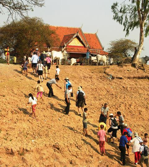 Ox carts await passengers from Avalon Angkor (Photo by David G. Molyneaux, TheTravelMavens.com)