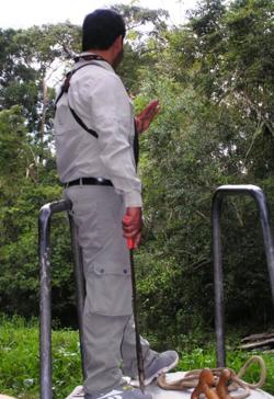 Rudy Flores with machete (Photo by David G. Molyneaux, TheTravelMavens.com)