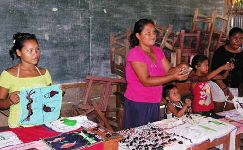The girft shop, Amazon village style (Photo by David G. Molyneaux, TheTravelMavens.com)