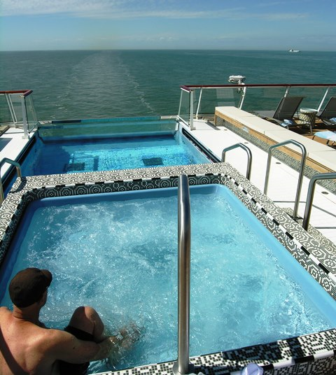 The Aquavit Bar looks backward to a hot whirlpool, a warm pool and the wake of Viking Star (Photo by David G. Molyneaux, TheTravelMavens.com)
