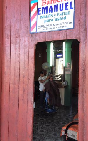 The barber of Cienfuegos (Photo by David G. Molyneaux, TheTravelMavens.com)