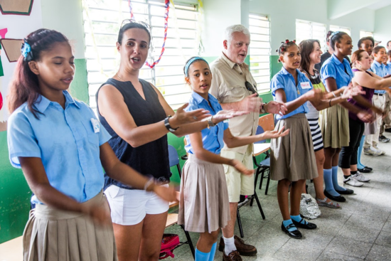 Children learn English through song (Photo by Len.Kaufman.com)
