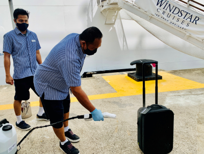 Carry-on bag spraying at the steps to the Star Breeze21